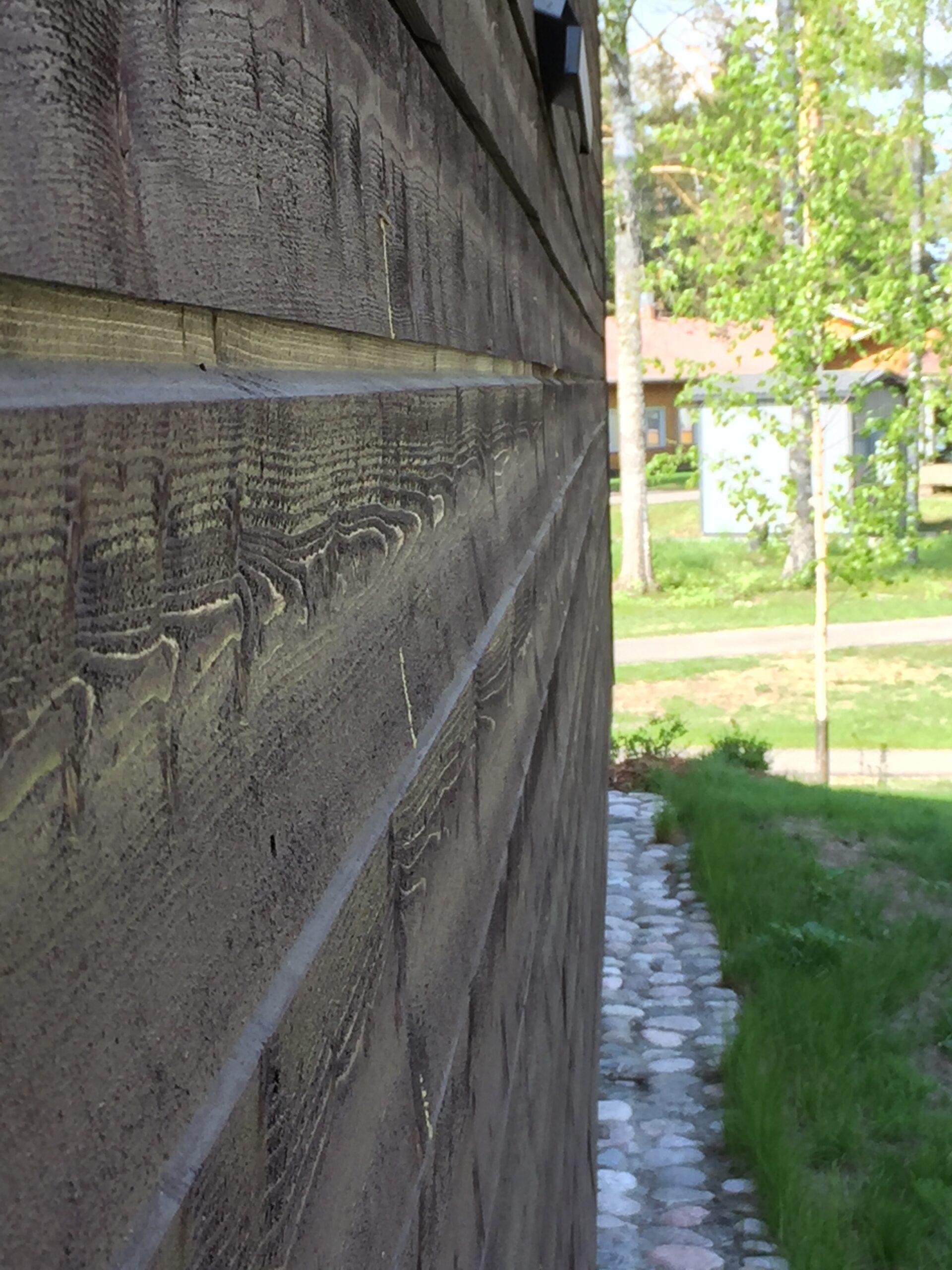 Toivakkatalon seinä
